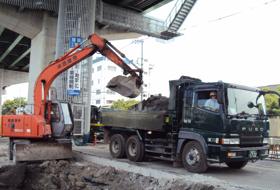ガレキなど産業廃棄物収集・運搬イメージ1